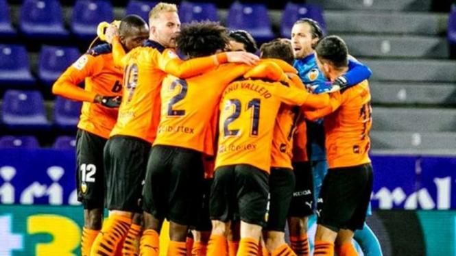 Pemain Valencia rayakan kemenangan.
