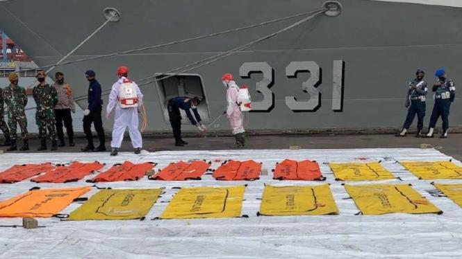 14 kantong jenazah untuk 14 potongan tubuh milik korban Sriwijaya Air SJ1-82