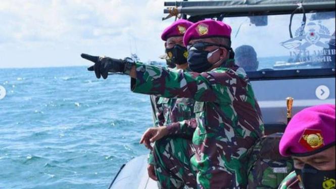 VIVA Militer: Danpasmar 1 tinjau penyelam Marinir TNI AL cari SJ182