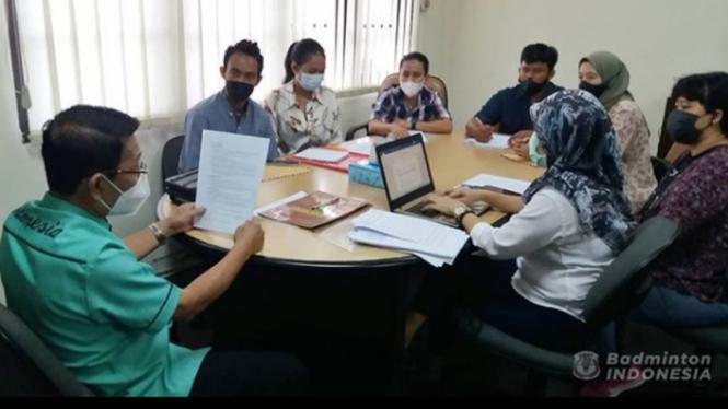 VIVA Bulutangkis: Eks pebulutangkis Indonesia datangi kantor PBSI.