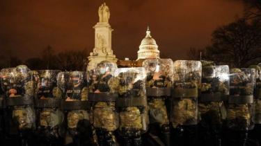 https://thumb.viva.co.id/media/frontend/thumbs3/2021/01/12/5ffd2024896f0-presiden-trump-dijuluki_375_211.jpg
