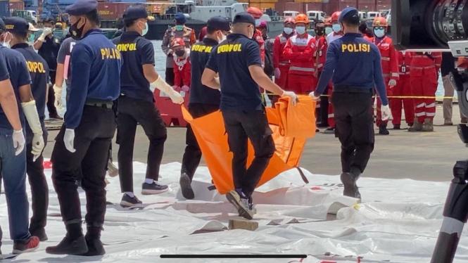 Proses evakuasi jenazah penumpang Sriwijaya Air SJ 182.