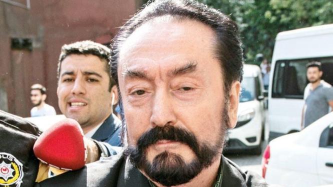 Penulis dan pemimpin sekte di Turki, Adnan Oktar alias Harun Yahya