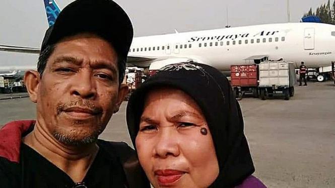 Saya, istri, Sriwijaya Air (foto dok Nur Terbit)