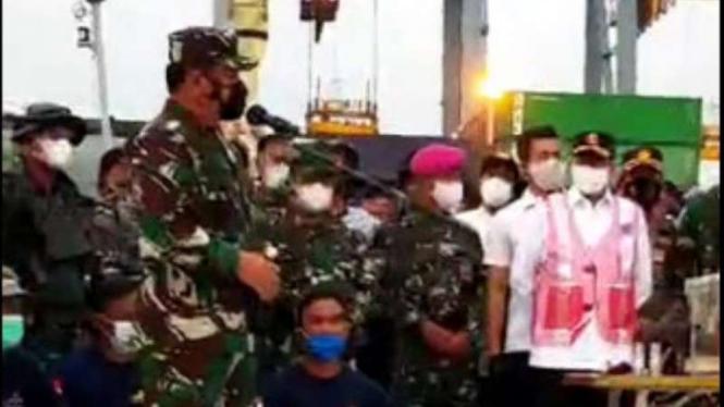 VIVA Militer: Panglima TNI sambut Tim Penyelam TNI AL dan black box SJ182
