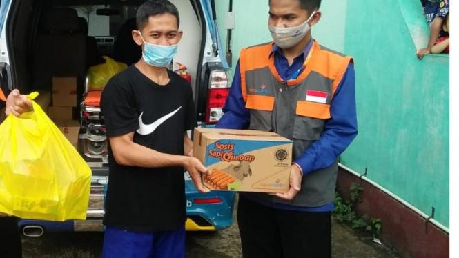 Yatim Mandiri kirim bantuan kemanusiaan kepada warga dan pengungsi akibat bencana lonsor yang menerjang di Kabupaten Sumedang.