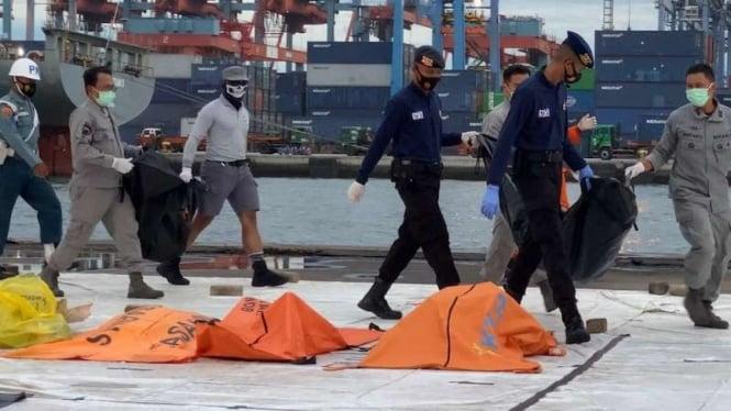 Petugas Bakamla temukan potongan tubuh penumpang Sriwijaya Air