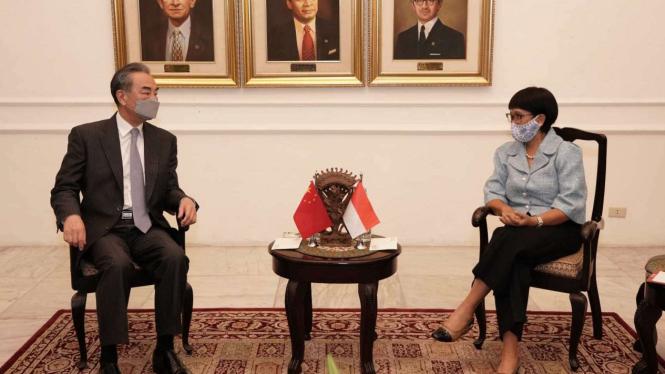 Menlu RI Retno Marsudi bertemu Menlu China Wang Yi di Jakarta.