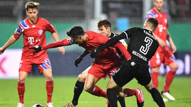 Bayern Munich vs Holstein Kiel di DFB Pokal