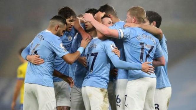 Para pemain Manchester City merayakan gol ke gawang Brighton and Hove Albion