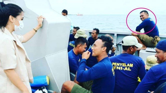 VIVA Militer: Penyelam TNI AL di Operasi SAR SJ 182.