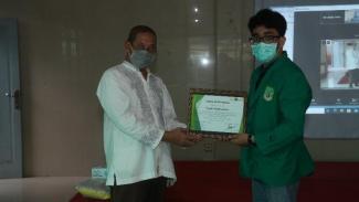 Mahasiswa UNAS melakukan kegiatan pengabdian masyarakat di Yayasan Darussalam