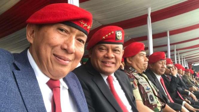 VIVA Militer: Letjen TNI (Purn.) Johannes Suryo Prabowo (kiri)