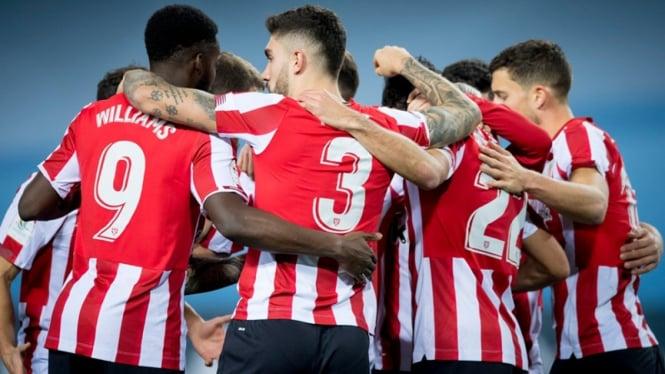Pemain Athletic Bilbao merayakan kemenangan.