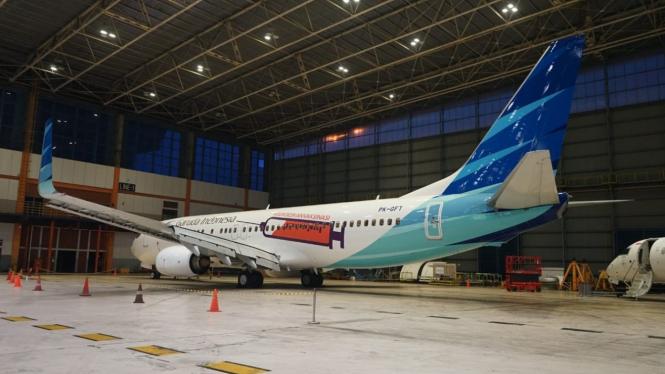 Pesawat Garuda Indonesia bergambar jarum suntik.