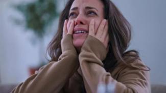 Perempuan menangis