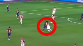 Megabintang Barcelona, Lionel Messi (dalam lingkaran merah), saat pukul lawan