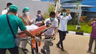 Viral video pria pingsan setelah menerima suntikan vaksin COVID-19.