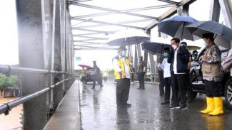 Presiden Joko Widodo (Jokowi) meninjau banjir di Kalimantan Selatan