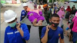 VIVA Militer: Satgas Korps Paskhas bopong lansia yang terjebak banjir di Kalsel