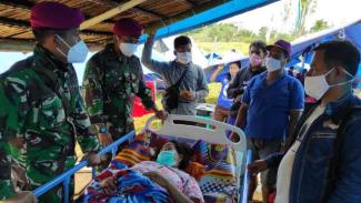 VIVA Militer: Tim Kesehatan TNI jemput bola mencari korban gempa Mamuju