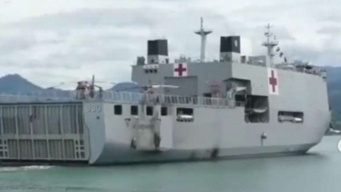 VIVA Militer: KRI dr Soeharso-990 tiba di Lanal Mamuju, Sulbar