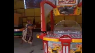 Video emak-emak di Deli Serdang menghancurkan tempat judi di wilayah mereka