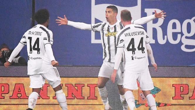 Megabintang Juventus, Cristiano Ronaldo, merayakan gol bersejarahnya