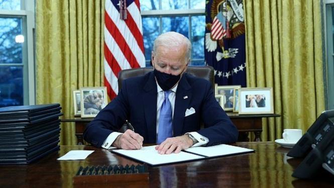 Resmi Jadi Presiden, Joe Biden Langsung Batalkan Kebijakan Trump