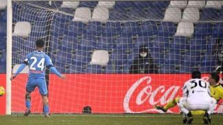Lorenzo Insigne gagal penalti ke gawang Juventus
