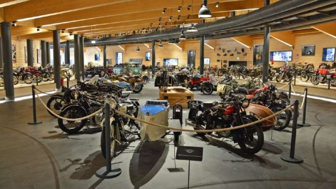 Sepeda motor koleksi museum Top Mountain Crosspoint