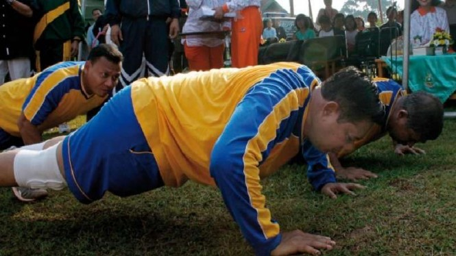 SBY dihukum push up karena kalah main voli