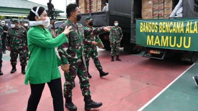 VIVA Militer: Kasad, Jenderal TNI Andika Perkasa, meninjau pengiriman bantuan