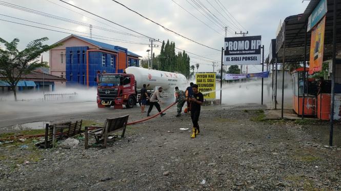 Mobil tangki pengangkut gas LPG bocor di Kabupaten Pidie tepatnya di Jalan Medan-Banda Aceh, pada Jumat, 22 Januari 2021.