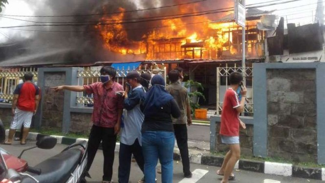 Kebakaran di Gambir, Jakarta Pusat, Jumat, 22 Januari 2021.