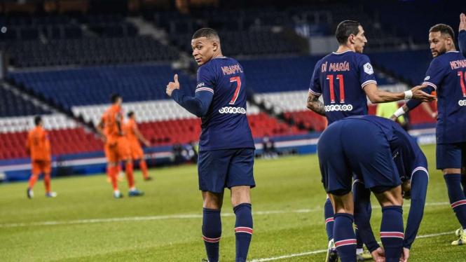 Kylian Mbappe dan pemain PSG merayakan gol