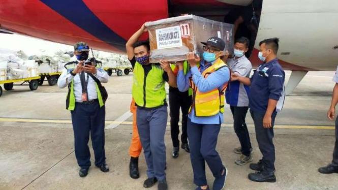Salah satu jenazah korban jatuhnya pesawat Sriwijaya Air SJ182.