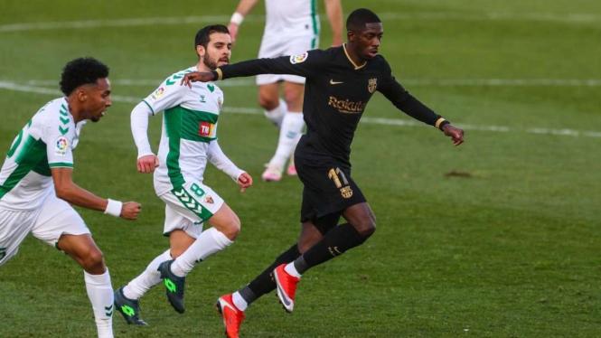 Penyerang Barcelona, Ousmane Dembele dikepung pemain Elche