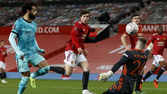 Mohamed Salah mempecundangi Dean Henderson