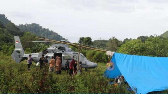 VIVA Militer: Helikopter AS565 Mbe Panther TNI Angkatan Laut terjebak kabut