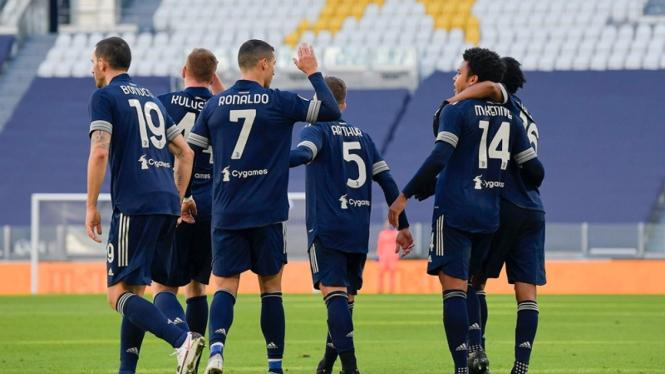 Pemain Juventus merayakan gol ke gawang Bologna