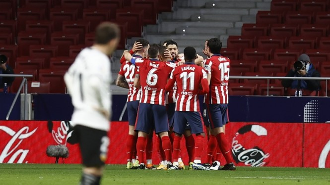 Pemain Atletico Madrid merayakan gol.