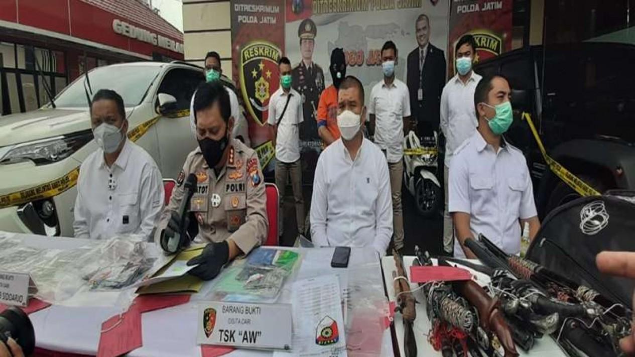 Konferensi pers kasus penipuan jual beli tanah di Markas Polda Jatim di Surabaya