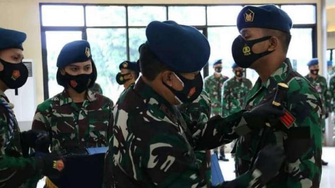 VIVA Militer: Penyematan kenaikan pangkat luar biasa untuk prajurit TNI AU