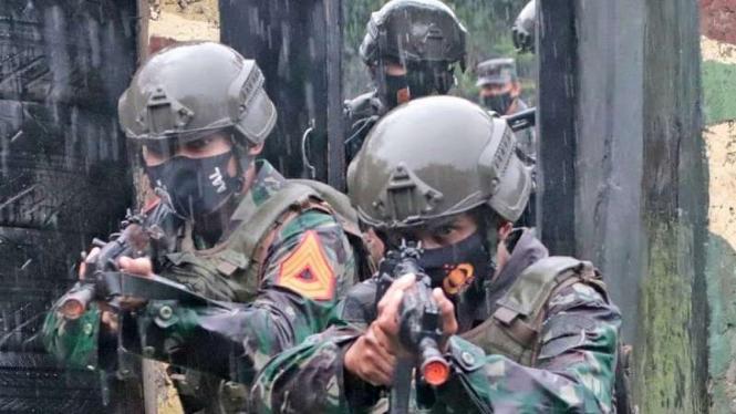 VIVA Militer: Latihan Pertempuran Jarak Pendek Korps Marinir TNI AL