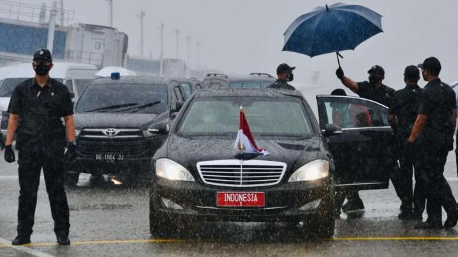 Presiden Jokowi Mendarat di Bandara Sultan Mahmud Badaruddin II Palembang