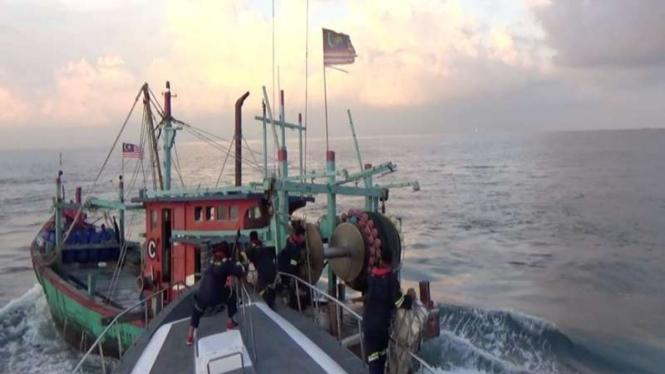 Kapal pencuri ikan berbendera Malaysia ditangkap di Selat Malaka