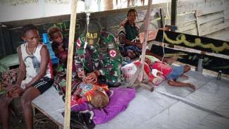 VIVA Militer: Prajurit Yonif Mekanis Raider/Kostrad selamatkan nyawa anak Papua.