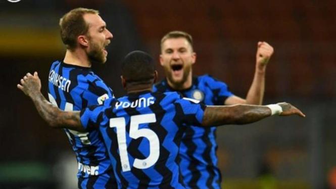 Pemain Inter Milan rayakan gol Christian Eriksen.