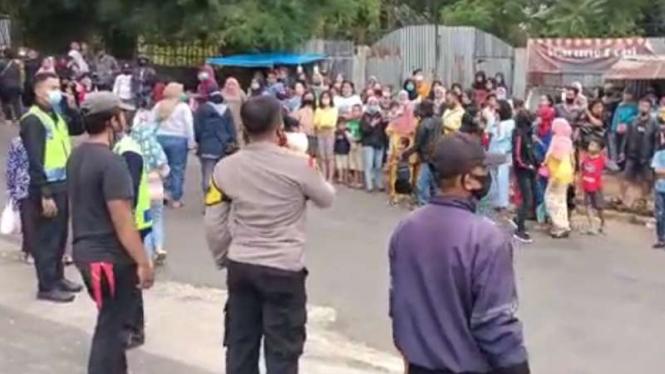 Kepolisian Resor Bogor bekerja sama dengan Satpol PP setempat untuk penindakan kerumunan orang di lokasi syuting sinetron Ikatan Cinta di kawasan Gadog, Puncak, Bogor, Jawa Barat.